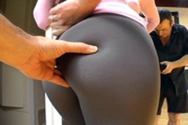 Yoga pants bent over ass porn
