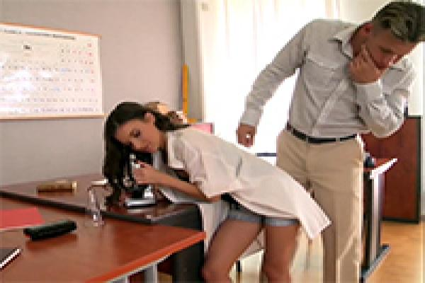 Small Teen Girl Fucked In Chemistry Lab By Her Teacher -6180
